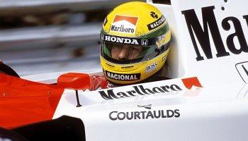 Historie: Převržený Senna, do cíle kráčející De Cesaris