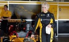 Důchodkyně za volantem vozu F1!