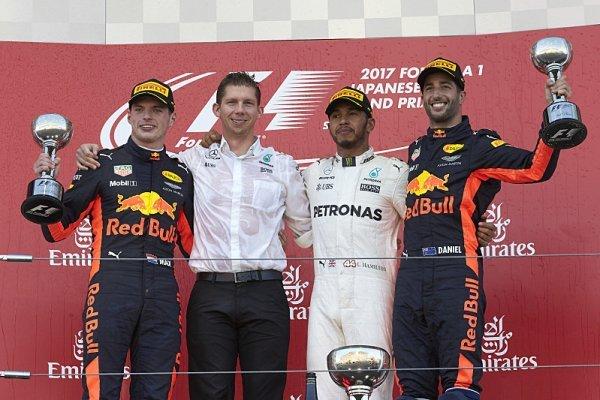 Hamilton vyhrál, Vettela opět zradila technika