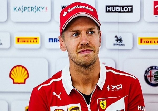 Italská média roznesla Ferrari na kopytech