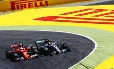 Vettel: Přestaňte naříkat nad předjížděním!