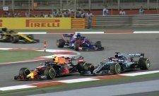 Slabomyslný Verstappen a hazardér Hamilton