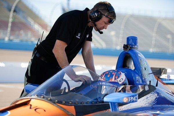 V IndyCar vyzkoušeli systém, které má chránit hlavu jezdce