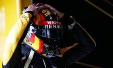 Mercedes a Ferrari jsou úžasně rychlé, míní Sainz