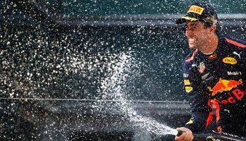 Fotogalerie: Jak Ricciardo slavil triumf ve velké ceně