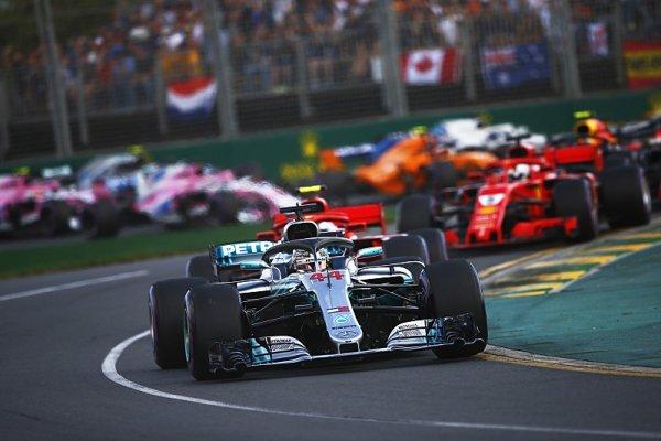 Kiksy mechaniků Haasu zachránily úvodní velkou cenu