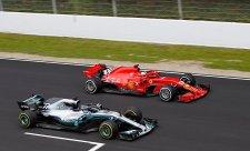 Vettel dostal Ferrari na špici