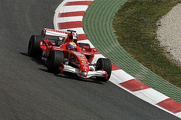 Massa provětral starý, neagresivní motor V8