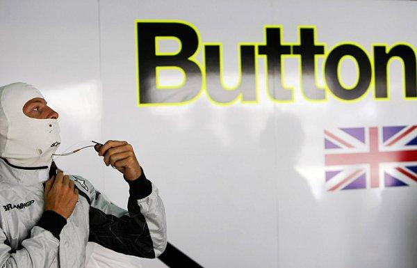 """Moss: """"Button strká hlavu do lví tlamy."""""""