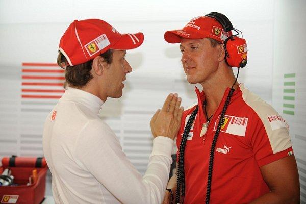 Luca Badoer pravidelně navštěvuje Schumachera