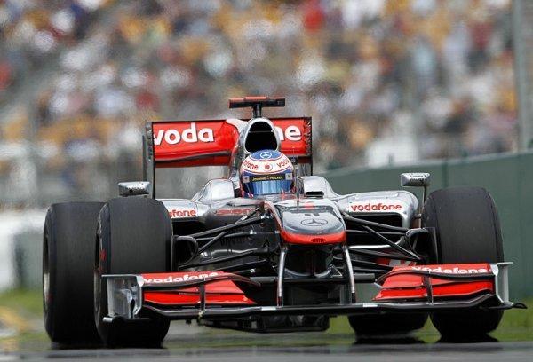 Dramatický závod v Melbourne vyhrál Jenson Button