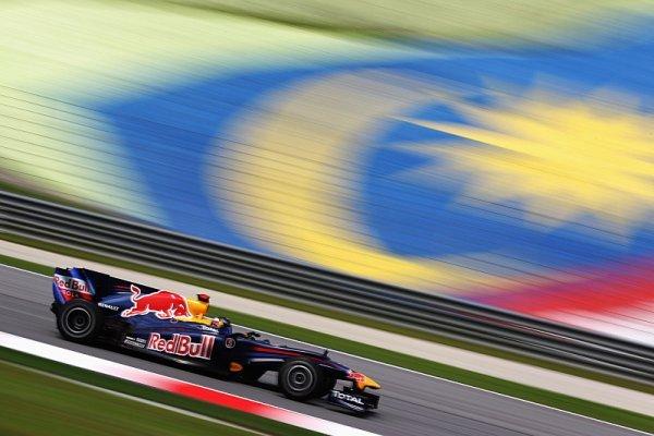 Red Bull složil reparát, Vettel s Webberem získali double
