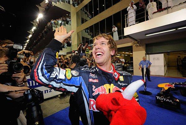Vettel vítězí a stává se nejmladším šampionem Formule 1!
