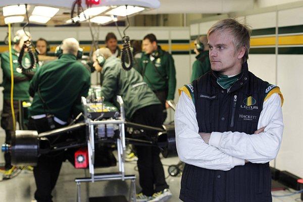 Kovalainen přiznává, že Lotusu chybí přítlak