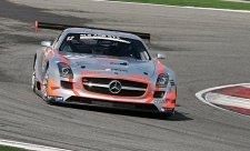 Stříbrné šípy týmu Gravity-Charouz Racing míří do Británie