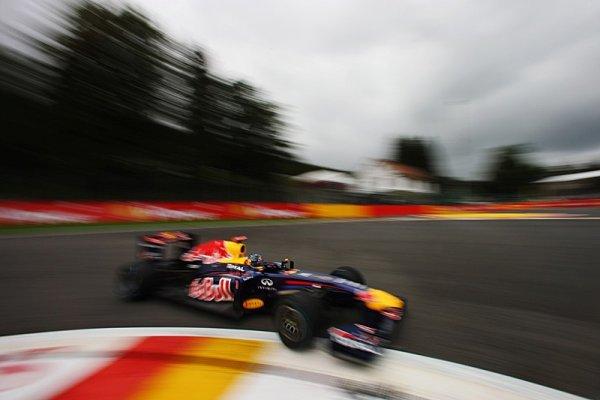 Dramatickou mokrou kvalifikaci znovu opanoval Vettel