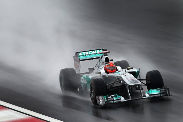 Schumacher nejrychlejší v deštivém dopoledni