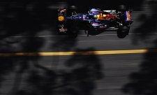 Ve stínu těžké Perezovy havárie si vyjel pole position Vettel