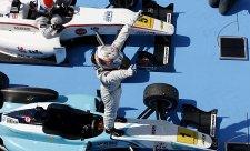 Juncadella s přehledem vyhrál první závod sezóny