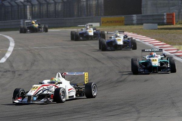 Sims přivezl Nissanu první vítězství v Euroserii F3