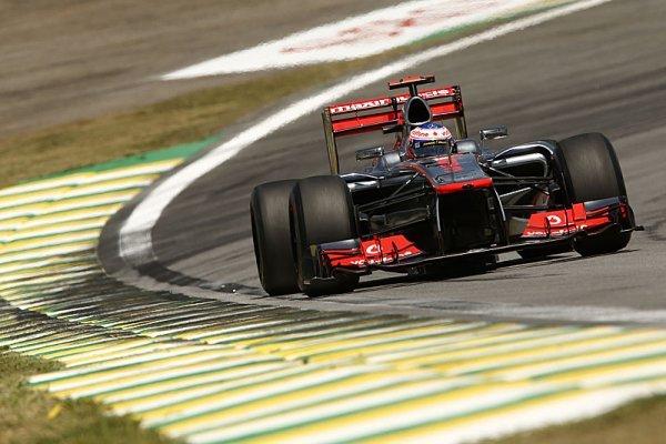 V divokém závodě vyhrál Button, Vettel mistrem světa!