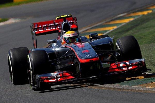 První kvalifikaci ovládl McLaren, Hamilton na pole position