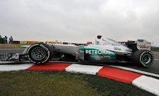 Schumacher napomenut za blokování soupeřů