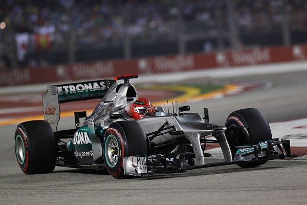 Schumacher penalizován za kolizi s Vergnem