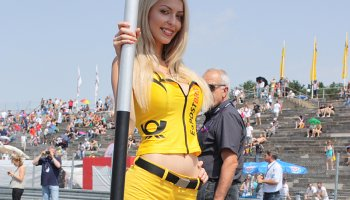 Ženská krása na závodních okruzích