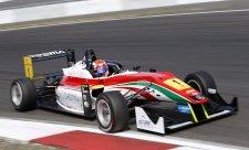 Marciello ovládl také nedělní závod na Nürburgringu