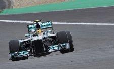 Šestá pole position pro Mercedes, třetí pro Hamiltona