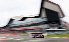 Kvalifikaci na Silverstone v samém závěru vyhrál Rosberg