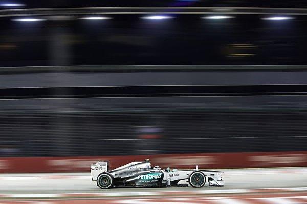 Hamilton nejrychlejší v prvním singapurském tréninku