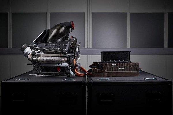 Mercedes nezlepší motor tak rychle jako Ferrari
