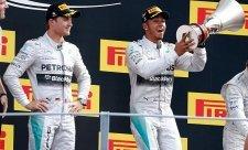 Mercedes hrozil Rosbergovi a Hamiltonovi vyhazovem