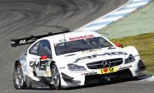 BMW na závěr poraženo Wickensem na mercedesu
