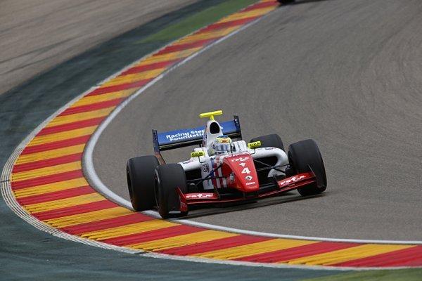 Rowland získal svou premiérovou pole position ve FR3.5