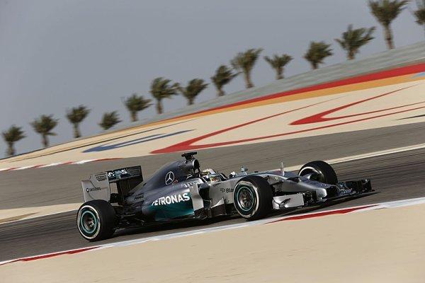 Hamilton v bahrajnských trénincích stoprocentní