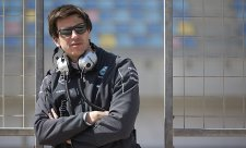 Mercedes pozorně sleduje vztah Ferrari-Haas