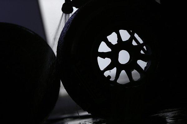 Pirelli versus Hankook