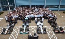 Proč Mercedes nedodává McLarenu ani Red Bullu?
