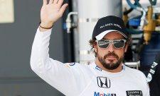 Alonso porazí každého ve stejném voze