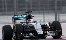 Hamilton blízko titulu, Rosberg vypadl