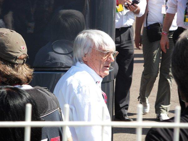 Ecclestone se zastal Pirelli