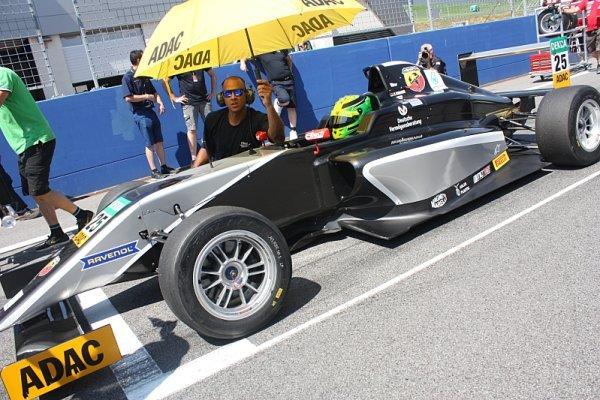 Mawson a Schumacher vítězí v německé formuli 4
