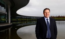 McLaren prodává svou továrnu