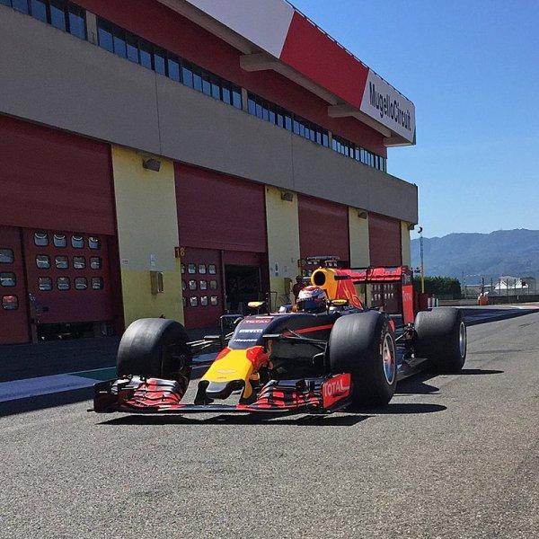 Nové fotografie z testování širokých pneumatik