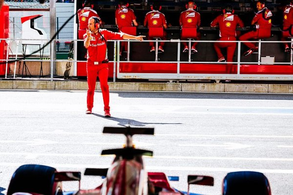 Jezdce Ferrari překvapila šikana Bus Stop