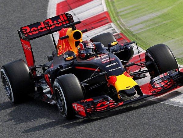 Red Bull mohl s motory Mercedes vyhrávat závody