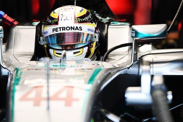Hamilton si vzal vítězství i vedení v šampionátu